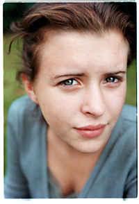 """FRAMTIDEN KLAR Tv-stjärnan Maria Simonsson vet hon vill göra av sitt liv. Hon tänker förbli skådespelerska. """"Man lär sig så mycket om sig själv"""", säger hon. - maria"""