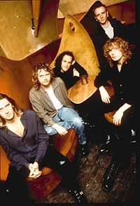 DEF LEPPARD  Slang (Mercury) Har aldrig varit någon Leppardfan och just när  man trodde att bandet somnat in för evigt släpper de en skiva som får en  att ... 38dc87ef07587